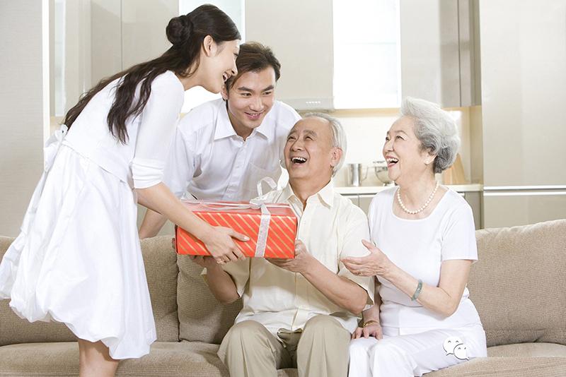 Quà tặng cha mẹ nhân ngày lễ vu lan báo hiếu độc đáo và ý nghĩa 2021